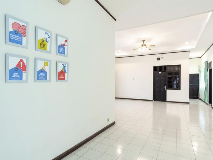 OYO life 2843 Raz House Syariah, Medan
