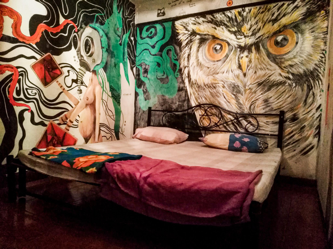 The Overstay Art Hostel, Bang Plad