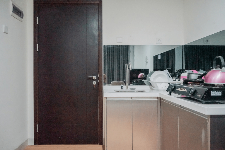 Compact and Cozy Studio at Brooklyn Alam Sutera Apartment By Travelio, Tangerang Selatan