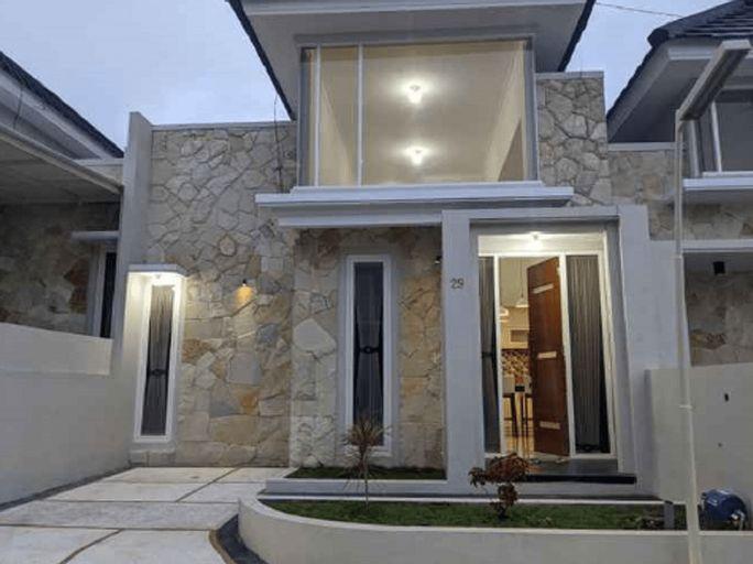 Villa Griya Pesona 29 by VHB Group, Malang