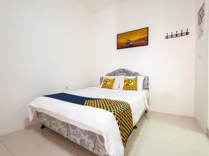 SPOT ON 3961 Fico's Residence Syariah, Bekasi