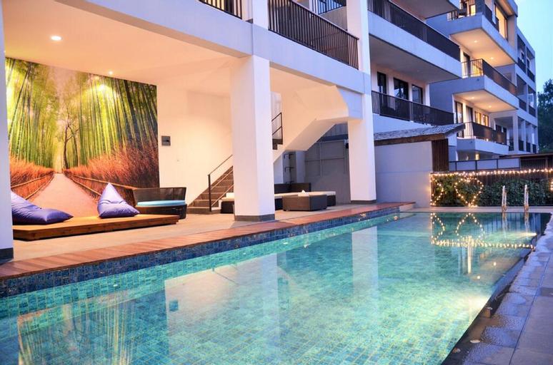 Cempaka 3 villa dago  6 BR with private pool, Bandung