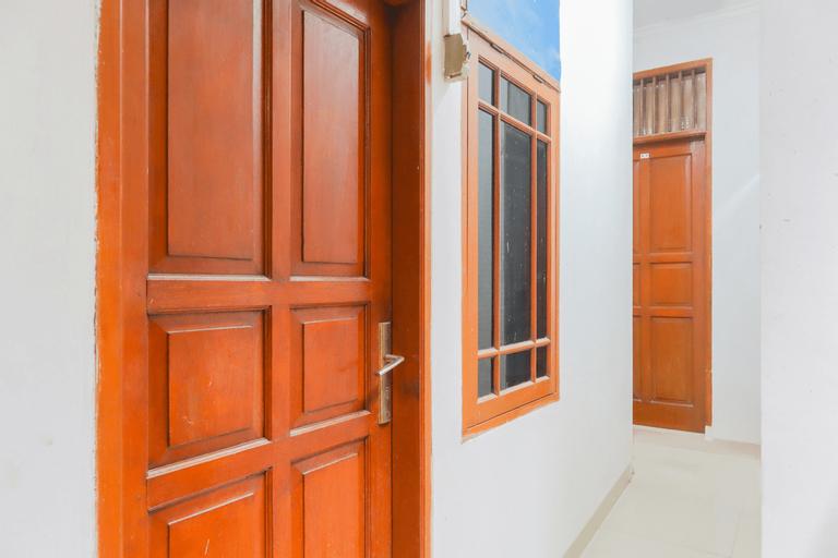 OYO 3058 Griya Samawah Syariah Near Radjak Hospital Salemba, Central Jakarta
