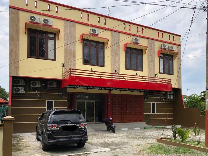 RedDoorz near RS Adam Malik Medan 2, Medan