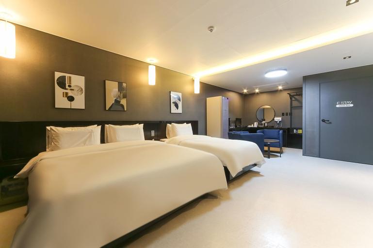 E-stay Hotel, Buk