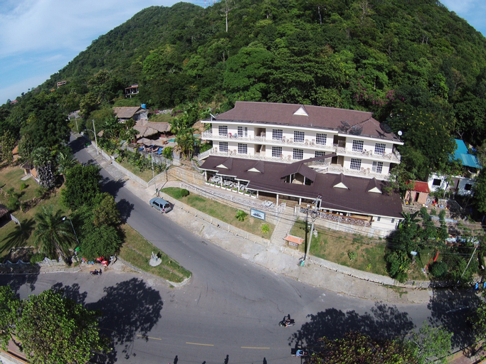 The Beach House Hotel, Kaeb