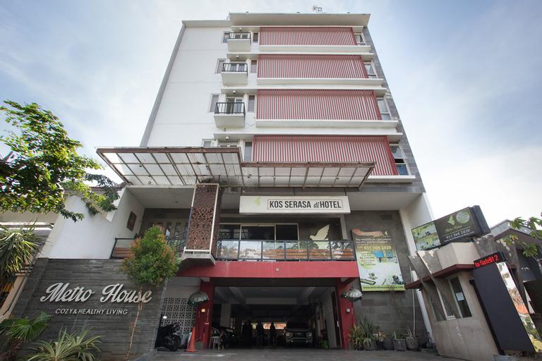 OYO Flagship 3869 Metro House Sub, Surabaya