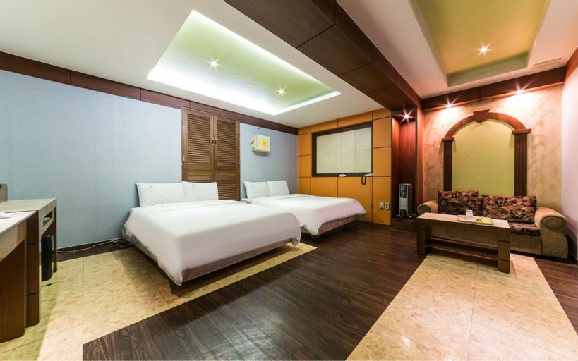 Choice Motel, Jung