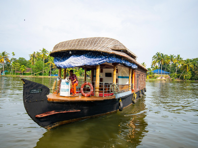 OYO 22044 Sree Vinayaka Houseboat 1 Bhk, Alappuzha