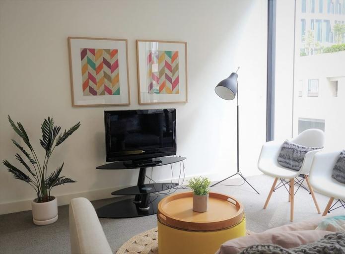 Luxury 1 Bedroom 1 Study With 1 Parking, Auburn