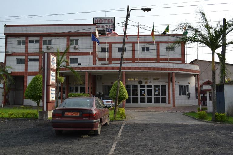 Peninsula Plaza Hotel, Wouri