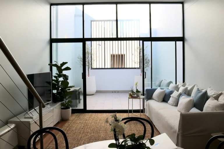 Converted Warehouse With A Local Touch, Marrickville