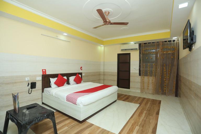 OYO 18817 Hotel Skyzone Madhuvan, Mathura