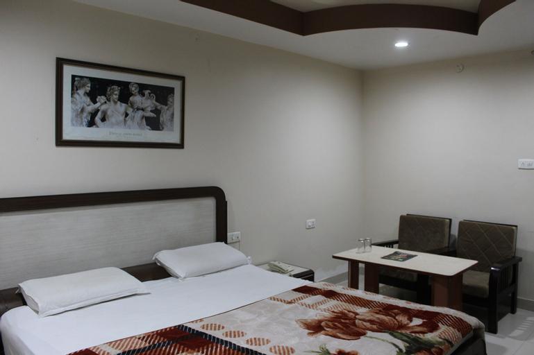 Hotel New World, Karnal