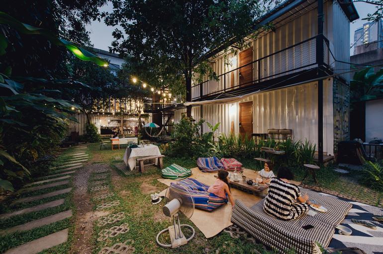 The Yard Hostel, Phaya Thai