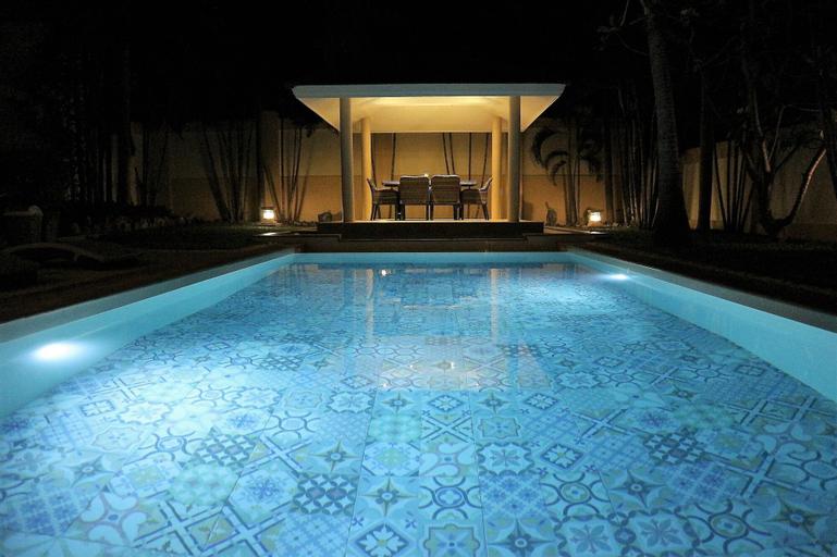 Luxury Pool Villa SRV, Bang Lamung