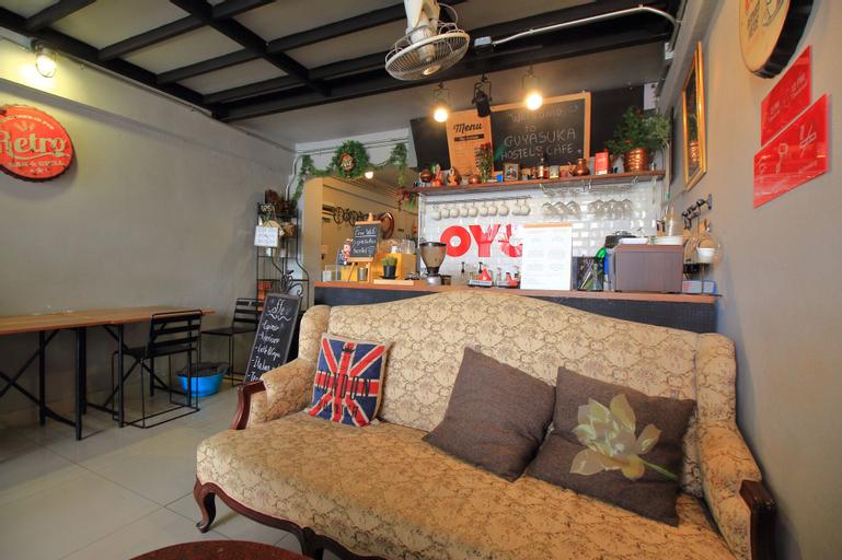 OYO 421 Guyasuka Hostel&cafe, Muang Samut Prakan