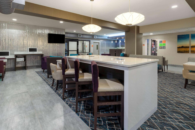 La Quinta Inn & Suites Wichita Airport, Sedgwick