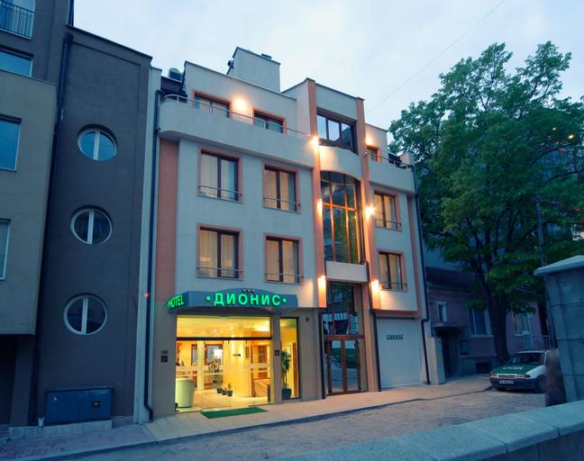 Dionis, Varna