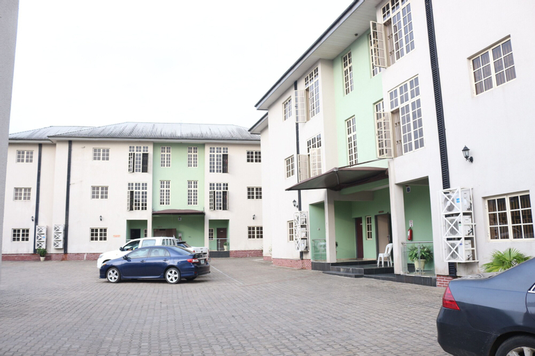 Grace Garden Apartments, Eket