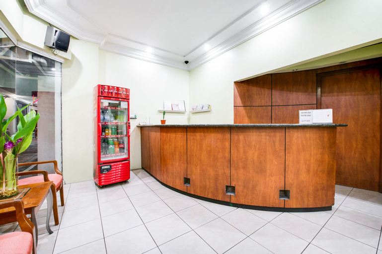OYO 242 Benson Apartelle, San Juan