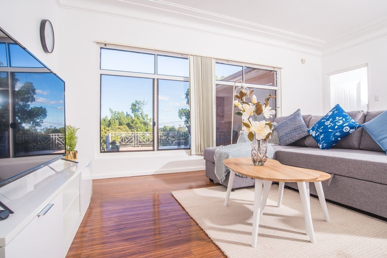 Comfy Denistone 3Bedroom Home (5Min Walk To Train), Ryde