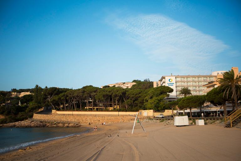 Hotel ILUNION Caleta Park, Girona