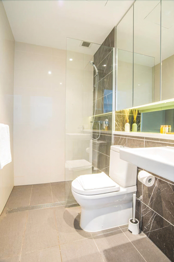 Minimalism Modern Apartment With Water View, Auburn