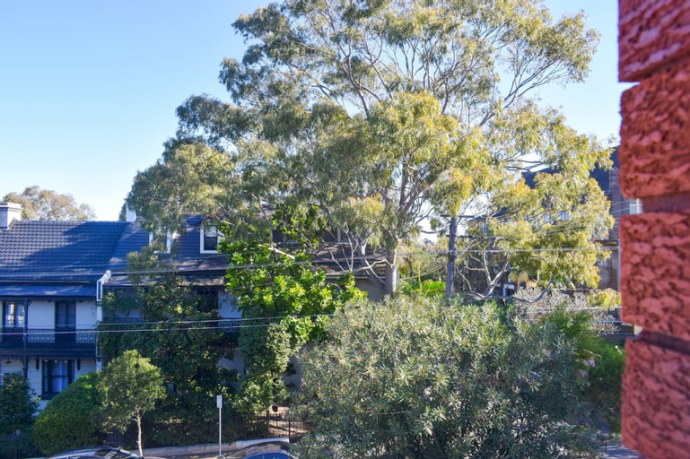 Sun-drenched 1 Bed Studio Apt Newtown Parking, Marrickville