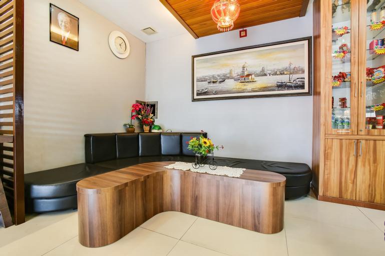 OYO 89593 CT Hotel, Manjung