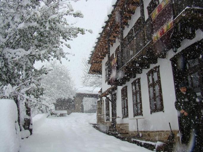 Dedovite Kashti, Lovech