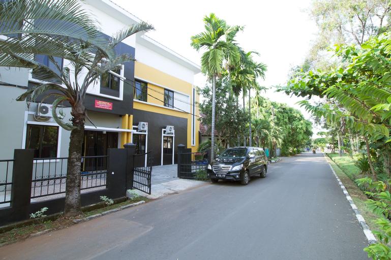RedDoorz @ Pulo Gebang, East Jakarta