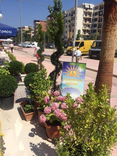 Sunrise Hotel Çameria, Durrësit