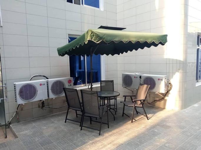 Hotel Blue Velvet, Roherero