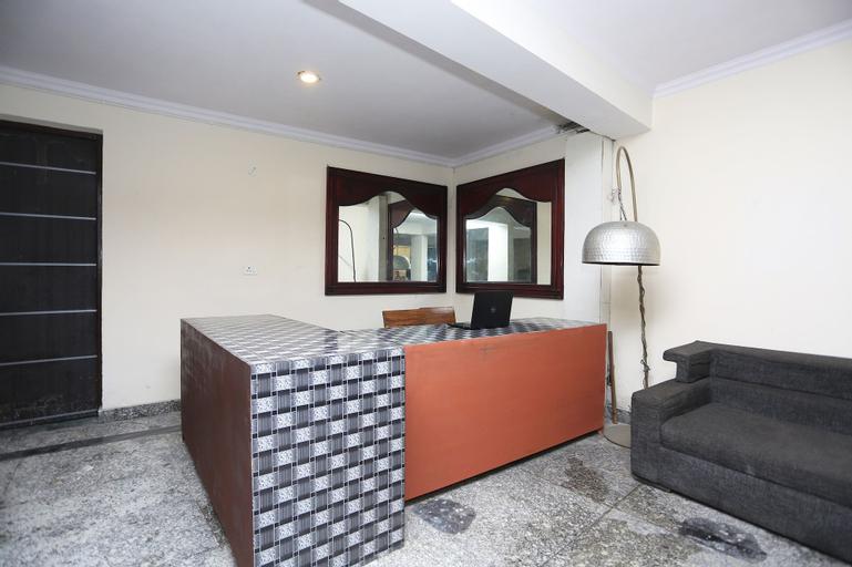OYO 28670 Hotel Dev Palace, West