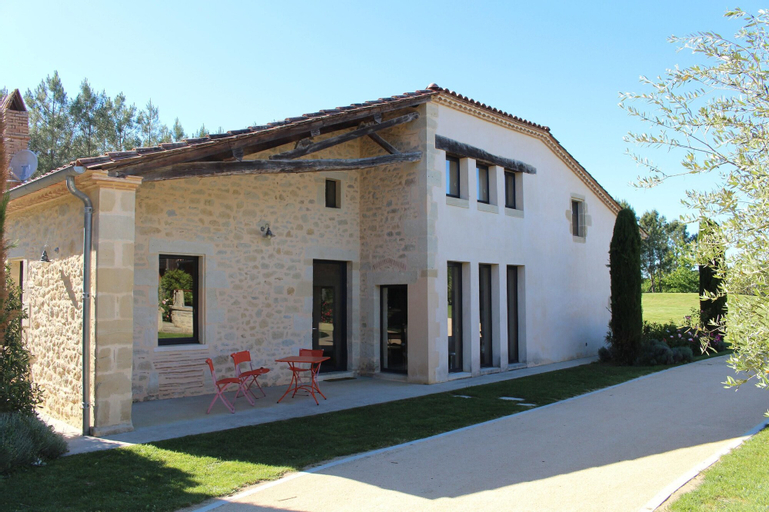 Villa With 4 Bedrooms in Saint-sauveur-de-meilhan, With Private Pool, Furnished Garden and Wifi, Lot-et-Garonne