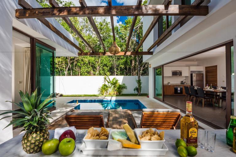 Villa Amore 4 bedroom house sleeps 8, Cozumel