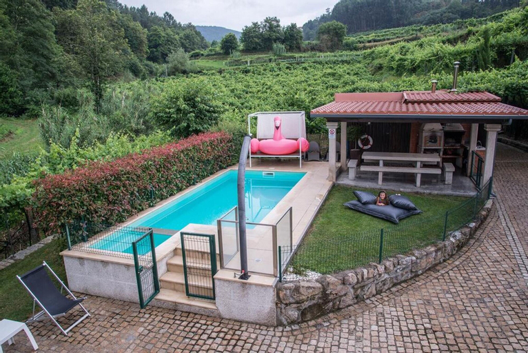 Villa With 3 Bedrooms in Cividade, With Wonderful sea View, Private Pool, Enclosed Garden - 35 km From the Beach, Melgaço
