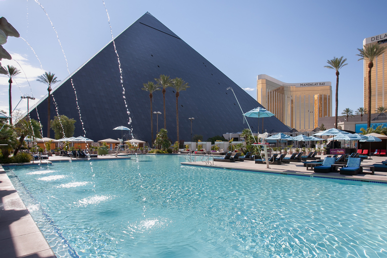 Luxor Hotel and Casino, Clark