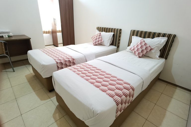 OYO 90075 Feliz Hotel, Surabaya