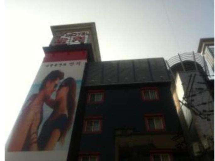 Rings Motel, Jung
