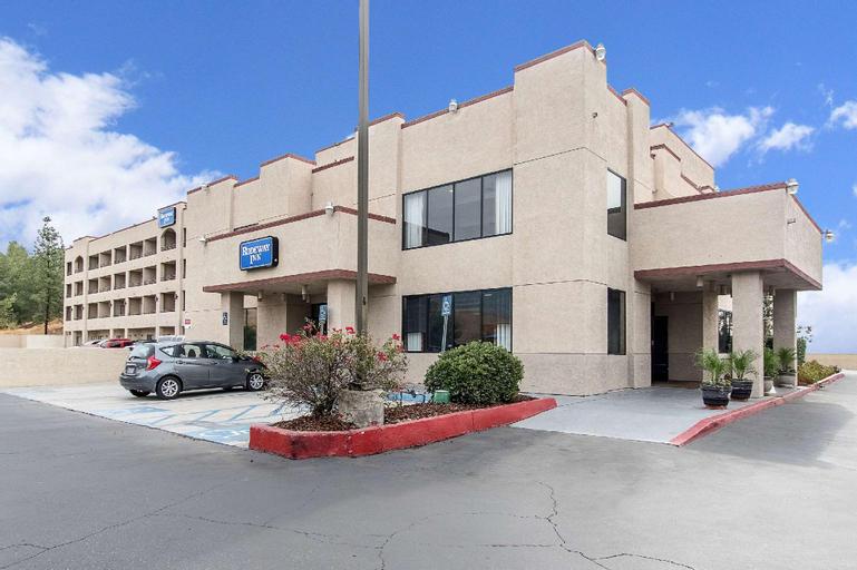 San Bernandino Inn & Suites, San Bernardino