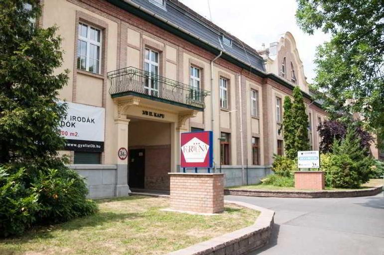 Hotel Fortuna, Budapesti