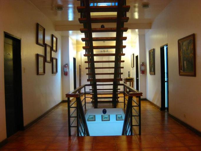 Potter's Ridge Tagaytay Hotel, Alfonso