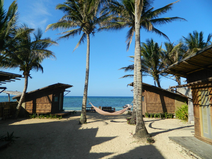MangoRiders Beach Club, Nabas