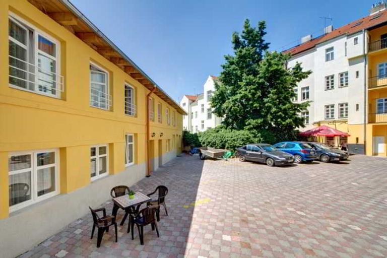 Grand, Praha 8