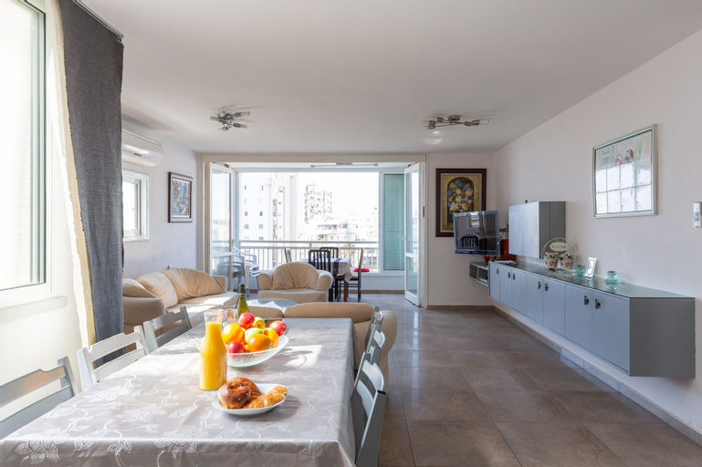 Charming 3bdr apt with sea view B5,