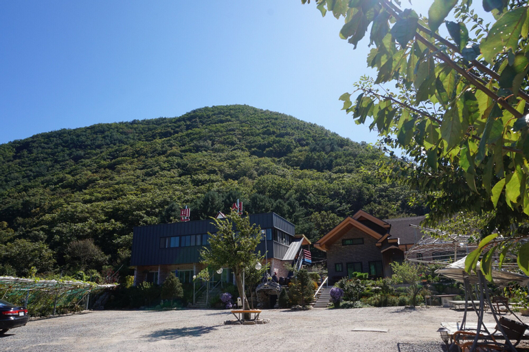 Hwacheon Mountain Water Smell the Smell of Ocher Pension, Hwacheon