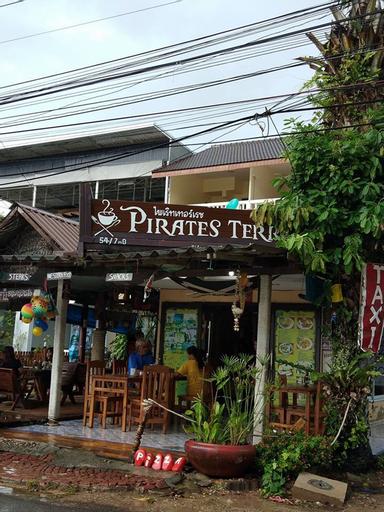 Pirates Terrace, Pathiu