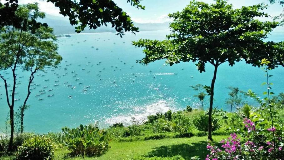 Villa Gamrang, Exclusive Beach Villa (4 BR), Sukabumi